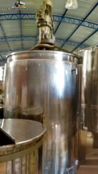 Tanque em aço inox encamisado com 2.000 litros com motor e redutor